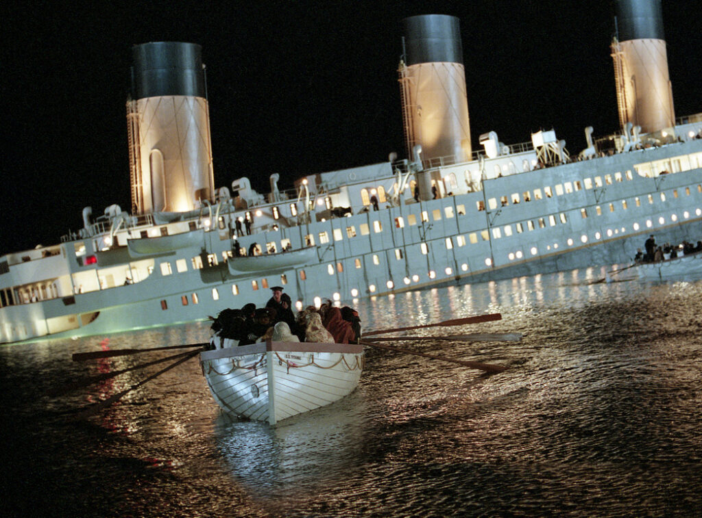 One of the last lifeboats leaving the ship 'Titanic' [1997].