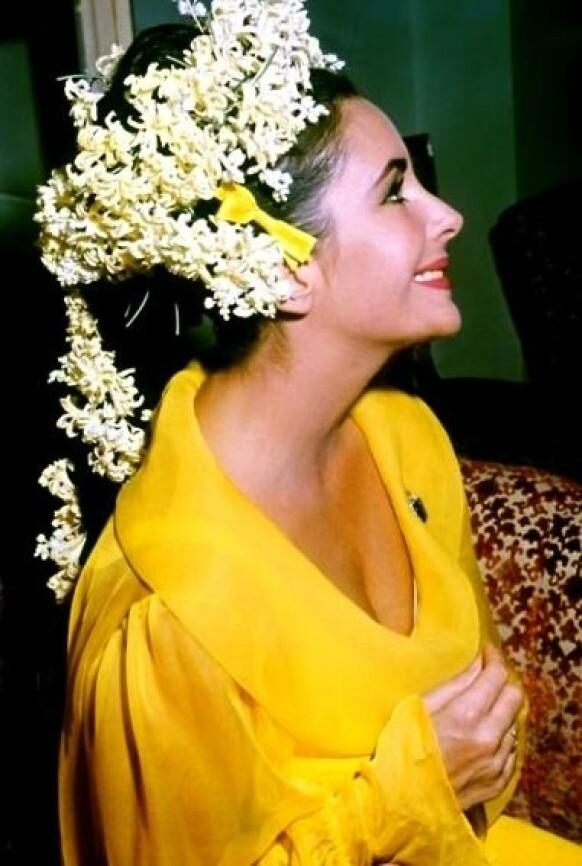sunny-lemon-yellow-wedding-decor-3913143